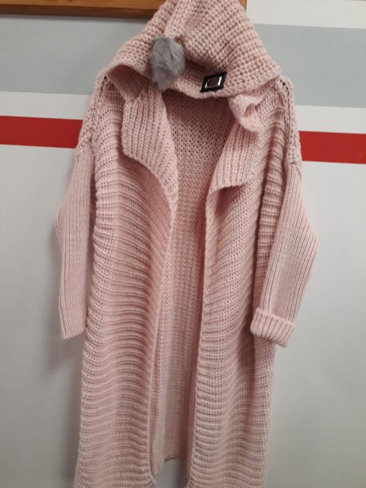 Dlouhý svetr světle růžový s kapucí